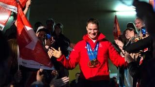 Schweizer Medaillengewinner in Kloten empfangen (Artikel enthält Video)
