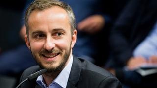 Jan Böhmermann und fünf Affen gelingt Nummer-eins-Hit