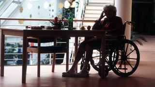 Im Pflegeheim stören Schmerz und Langeweile