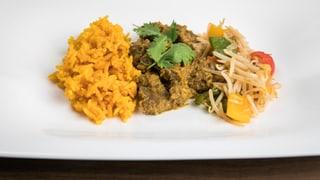 «Rendang Dageng» mit Gelbwurz-Reis und gebratenen Sojasprossen