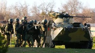 Panzer besetzen ukrainischen Krim-Stützpunkt