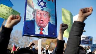 Brennende US-Flaggen, Wut, Ohnmacht: Trumps provokativer Alleingang bewegt Muslime weltweit.