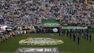 Angehörige und Fans nehmen Abschied von Fussballmannschaft