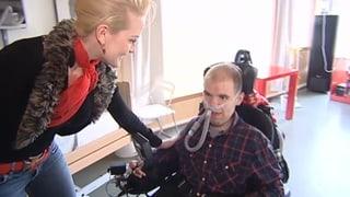 Zoe Scarlett überrascht körperbehinderten Fan