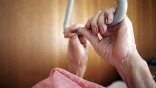 Video «Pflege von Angehörigen – Daheim oder im Heim?» abspielen