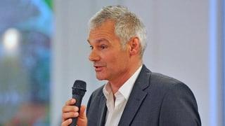 Michael Wüthrich greift Hans-Peter Wessels frontal an