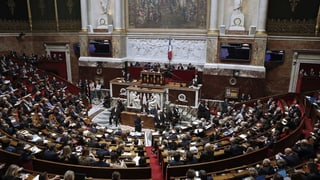 Parlament franzos approva pachet social da milliardas