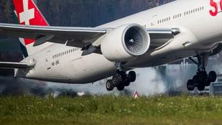 Höchstens ein Passagier pro Flugzeug bezahlt CO2-Kompensation (Artikel enthält Audio)