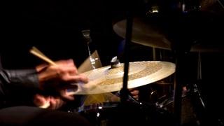 Der Gott des Schlagzeugs lebt in der Schweiz