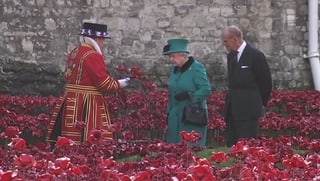 Queen Elizabeth gedenkt der britischen Kriegstoten