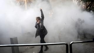 Zehn Demonstranten und ein Polizist im Iran ums Leben gekommen