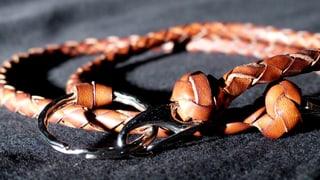 «Selbstgemacht»: Schlüsselanhänger aus Leder geflochten (Artikel enthält Video)