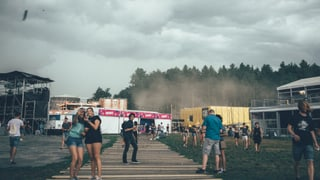 Sturm fegt über das Zürich Openair: The Kooks abgesagt (Artikel enthält Audio)