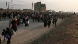 Zehntausende Syrer stehen an der Grenze zur Türkei