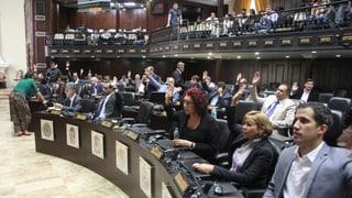 Parlament gegen Parallel-Parlament: Die Entmachtung kam nicht überraschend.