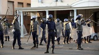 Simbabwes Regierung verfolgt ihre Gegner