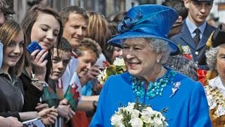 Video «Die ewige Queen – Königin Elizabeth II wird 90 (1/2)» abspielen