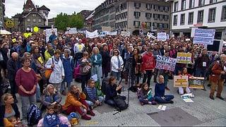 Über tausend Personen demonstrieren in Bern