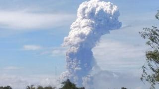 Vulkan auf Sulawesi ausgebrochen