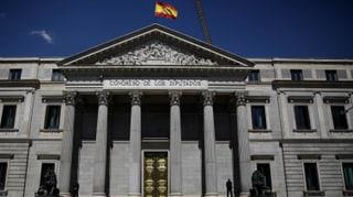 Welche spanischen Parteien sich schon im Vorfeld für Neuwahlen in Katalonien ausgesprochen hatten, lesen Sie hier.