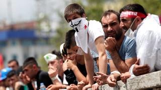 Demonstranten sehen Erdogans Referendum als Schachzug