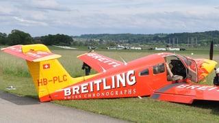Grenchen: Flugzeug kommt bei Landung von der Piste ab