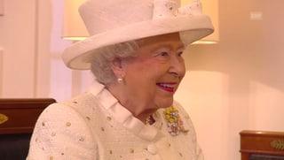 Die Queen lächelt sich durch Deutschland