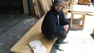 Johannes Willi baut 49 Instumente aus Baumarktmaterial