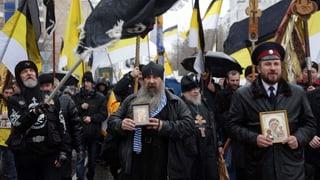 Russische Nationalisten marschieren gegen Ausländer