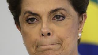 Showdown enturn la presidenta Rousseff
