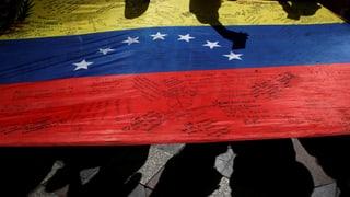 Kampf um Maduros Amtsenthebung geht weiter – auf der Strasse