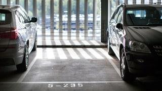 Wie breit muss ein Parkplatz sein?