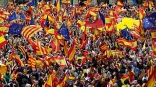 Auch die Gegner der Unabhängigkeit haben nochmals auf sich aufmerksam gemacht: In Barcelona sind Tausende von ihnen auf die Strasse gegangen.
