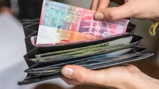 Teuerung und Krankenkassenprämien fressen Lohnerhöhungen wieder auf, kritisiert Travail.Suisse.