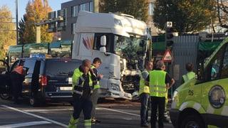 37 Verletzte bei Zusammenstoss zwischen Lastwagen und Tram