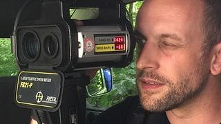 Mit Polizisten auf Raserjagd im Wald: Unterwegs mit dem Laser-Messgerät