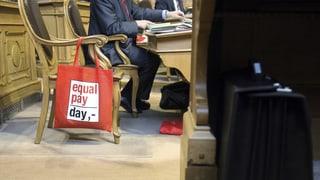 Der Ständerat weist die Massnahmen gegen Lohndiskriminierung mit 25:19 Stimmen an seine Kommission zurück.