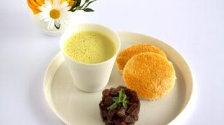 Curry-Zitronengras-Suppe mit Bündnerfleisch-Tatar und Toast