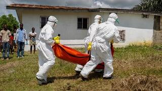Experten werfen WHO Versagen bei Ebola-Bekämpfung vor