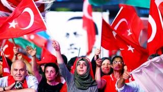 Die türkische Führung unter Präsident Erdogan dreht das Rad der Zeit zurück. Kinder sollen in der Schule keine Evolutionstheorie mehr lernen.