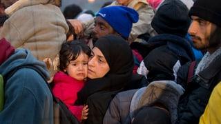 Flüchtlinge strömen weiter zu Tausenden gen Europa