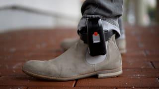 Fesseln für Schläger und Stalker – mehr Schutz für Opfer