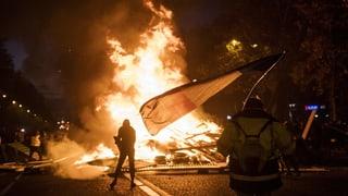 Schwere Ausschreitungen auf den Champs-Élysées