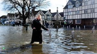 Themse steigt und steigt – Land unter in Südengland