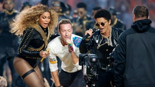 Love, Peace and Happiness: Beyoncé und Coldplay am Super Bowl