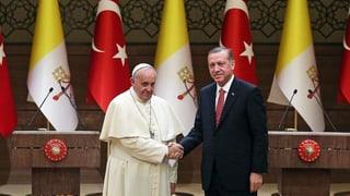 Mit Zuckerbrot und Peitsche: Papst Franziskus besucht die Türkei