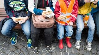 Zu viel Süsses und zu viel Salziges kommt heutzutage auf unsere Teller. Wie ernähren sich Herr und Frau Schweizer? Zahlen und Fakten rund um unsere Ernährung.