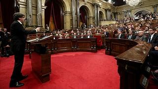 Katalonien verschiebt Unabhängigkeit und sucht nochmals das Gespräch mit Madrid.