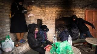 Ungarn will alle Flüchtlinge einsperren
