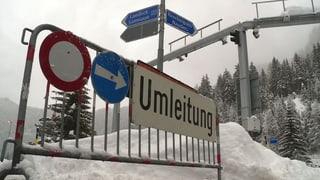 Schneechaos auf Strasse und Schiene im Bündner Oberland